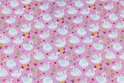 Fast bomuld i rosa med ca. 3 cm store svaner