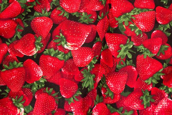 Flotte jordbær på patchworkbomuld