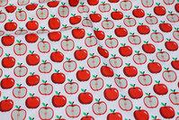 Hvid bomuld med ca. 3 cm røde æbler