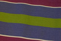 Stribet liggestolestof i rødlilla, lavendel og grøn