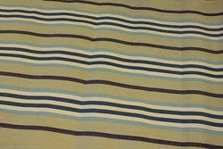 Stribet liggestolestof i sand, marine og lyseblå