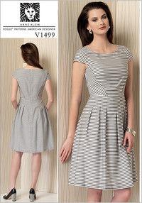 Plisseret-nederdel kjole - Anne Klein. Vogue 1499.