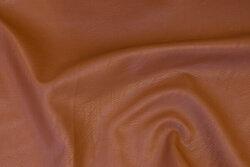 Blød, lysbrun imiteretskind med let præget overflade