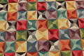 Flot møbelvare med grafisk mønster i multifarver.