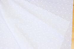 Hvid broderi anglaise med lille hulmønster og tungekant i begge sider