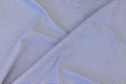 Let bomuldspoplin i smalstribet blå og hvid