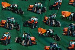 Mørk grøn bomuldsjersey med ca. 8 cm traktorer