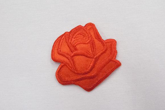Rød rose strygemærke ø 3,5 cm