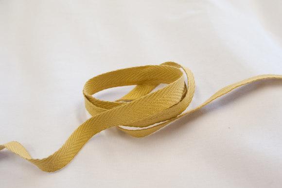 Sildebensvævet bomuldsbånd karrygul 1cm