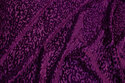 Silky stretchvelour i rødlilla med præget mønster