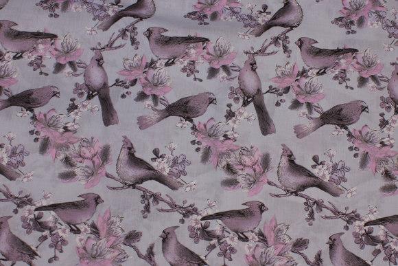 Gråblå bomuld med støvlilla fugle og blomster