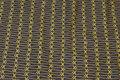 Koksgrå patchworkbomuld med gult 3,5 cm mønster.