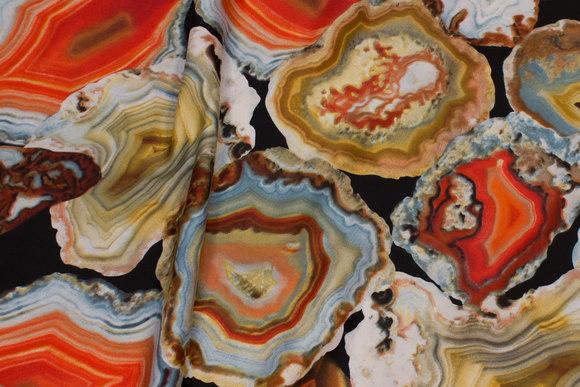 Let micropolyester i sort med orange mønster