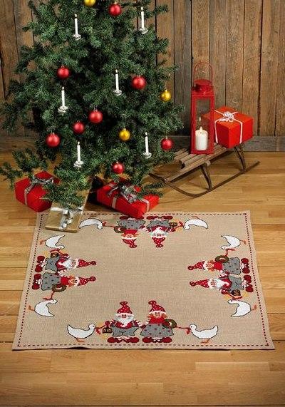 Juletræstæppe, firkantet, nissefar og mor med gæs