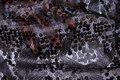 Mat- sorte påsyede pailletter på tylsbund