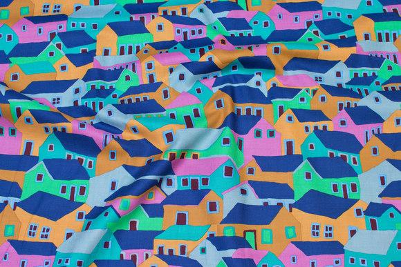 Patchwork-bomuld med huse i blå og grønne nuancer