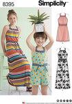 Simplicity 8395. Halter-kjole eller buksedragt i to længder til piger.