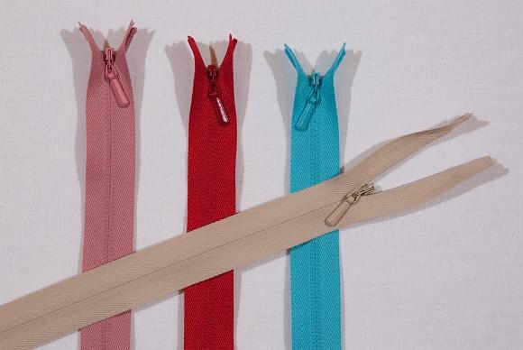 Usynlig lynlås i plastic, 3 mm bred, 55 cm lang