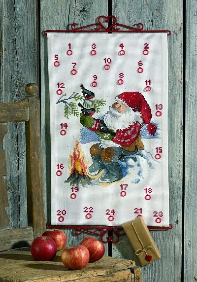 Hvid julekalender med Julemanden ved bålet