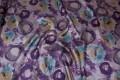 Mønstret taft i grå og lilla med abstrakt cirkelmønster