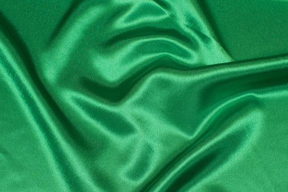 Stærk grøn crepe satin