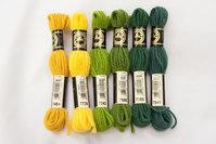 Uldbroderigarn DMC, grønne og gule farver