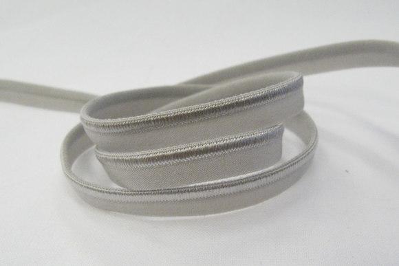 Elastik tittebånd i grå