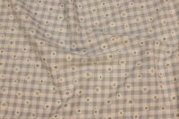 Lyseblå og hvid ternet bomuld og polyester med margueritter