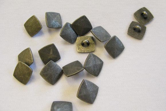 Metalknap med øje 1,1 cm
