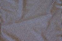 Tværstribet, meget smal, sort og hvid bomuldsjersey