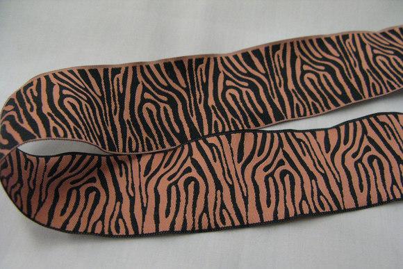 Zebra bånd sort/coral jaquardvævet 4cm