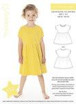 Enkel og skøn kjole med lille ærme som går i et med overdelen og rynket skørt med en smule vidde.