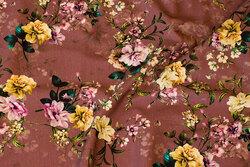 Bomuldsjersey i mørk gammelrosa med gule og rosa blomster