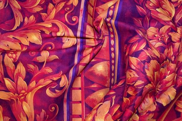 Gyldenrødt, klassisk bladmønster på bomuld