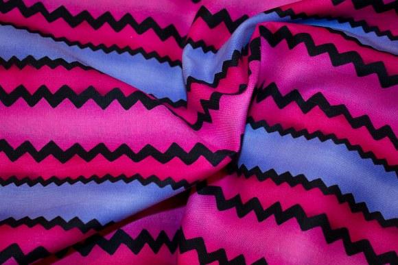 Lyslilla-pink-sort bomuld med flotte zigzag striber