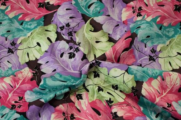 Pink-grøn-lilla store blade på bomuld