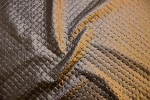 Præget quilt i sølvfarvet