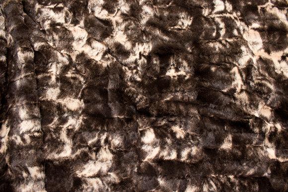 Supersoft pelsstof i mørkbrun og beige