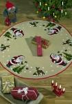 Permin 45-0228. Juletræstæppe med Julemanden, træer og rådyr. Stort rundt tæppe..