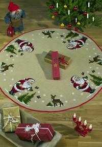 Stort juletræstæppe med Julemanden, træer og rådyr. Stort rundt tæppe.. Permin 45-0228.