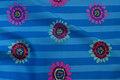 Blå patchwork-bomuld med striber og blomster
