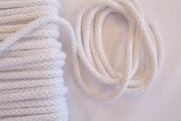 Kraftig anoraksnor i hvid