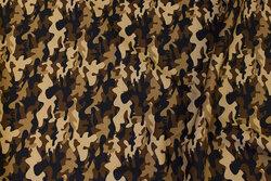 Let bomuld med camouflagemønster i brune nuancer