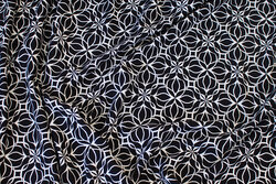 Sort viscose-jersey med hvidt mønster