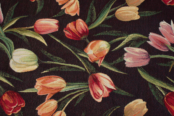 Sort møbeljacquard med røde og rosa tulipaner
