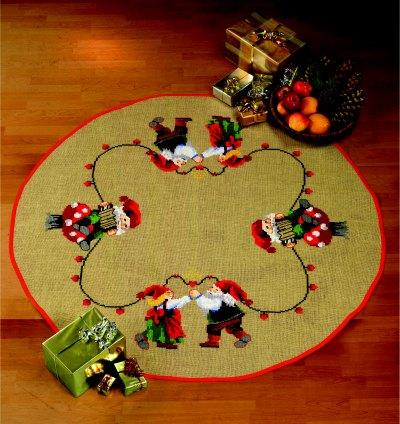 Juletræstæppe med dansende nissepar
