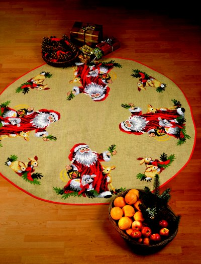 Stort juletræstæppe med julemandens dyr