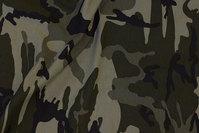 Camouflage bomuldsjersey i støv-grønne nuancer