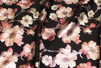 Fyldig, sort Scuba-jersey med rosa blomster i blankt tryk