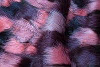 Imiteret luxuspels i rosa, sort, aubergine